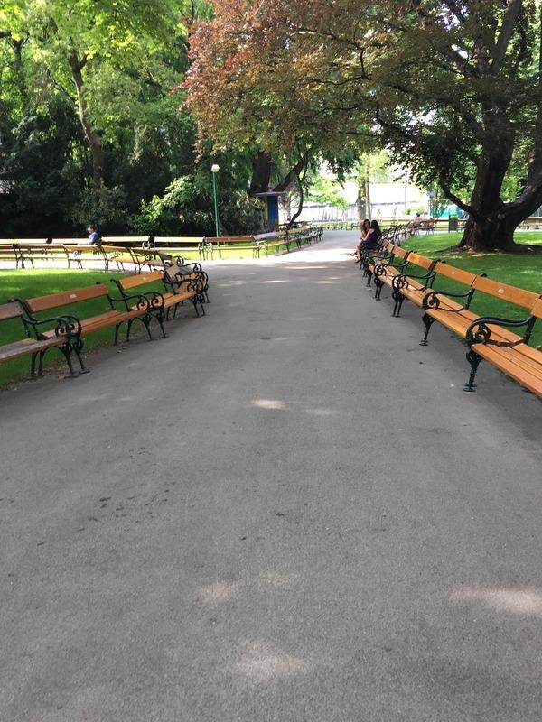 Park benches all around Rathouse park