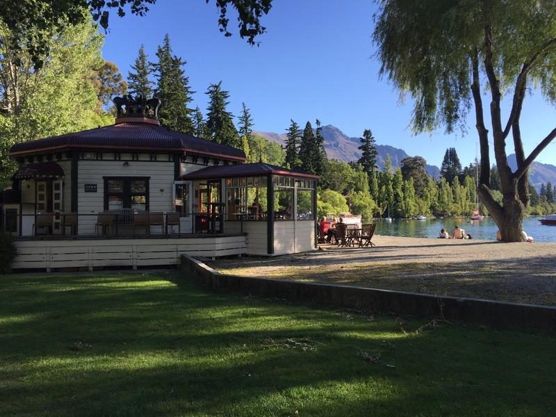 Lake house cafe