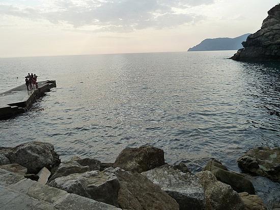 Foot of the Corniglia cliffs
