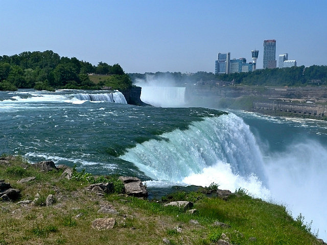 American Falls looking over to Canada