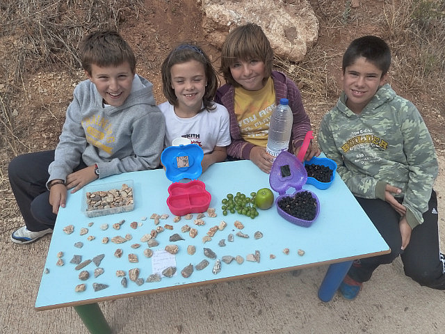 The local kids selling stones !