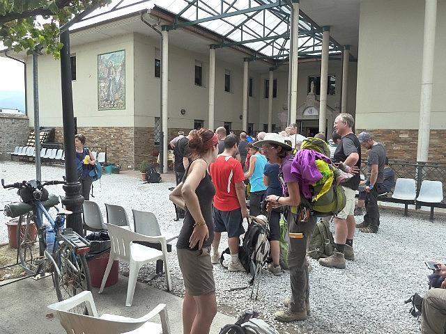 Line to register at the Ponferradad albergue