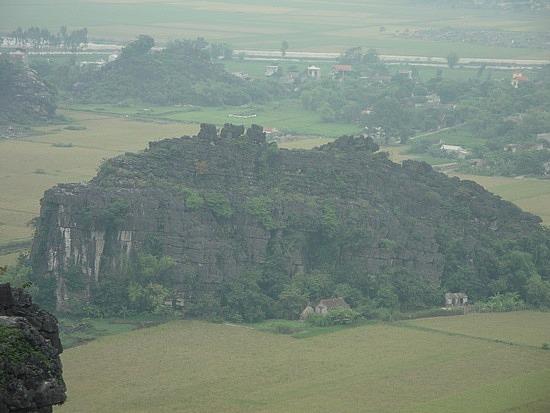 Stonew homes nestled by the karst