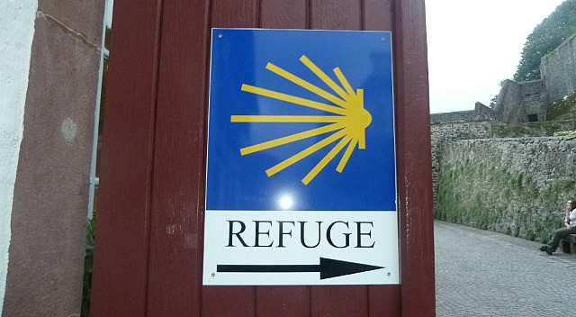 Scallop shell on on our albergue door