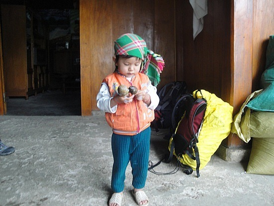 Cutie Hmong child with headwear