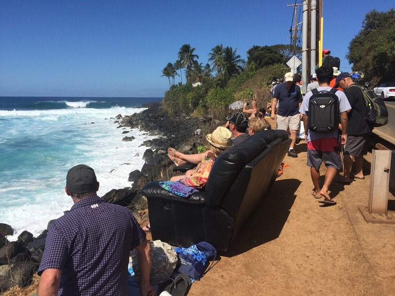 Lounge surf viewing
