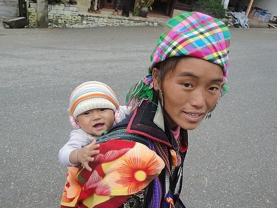 Hmong Mum & baby