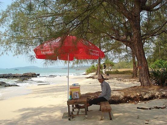 Entrepreneurs - drink esky on deserted beach!