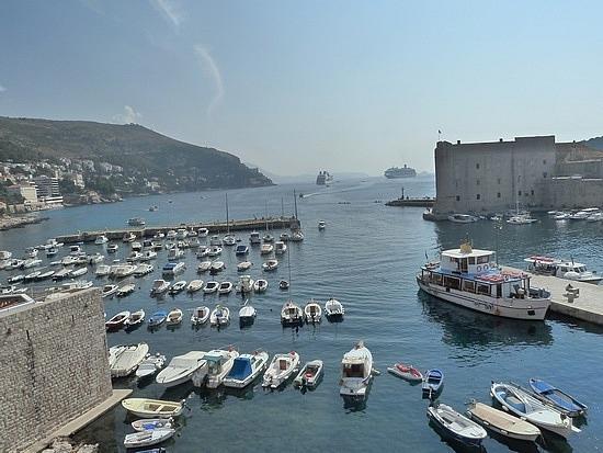 Harbour in walls