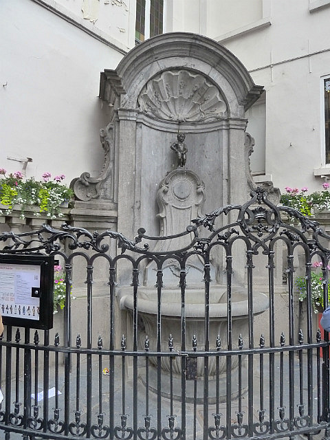 Manneken Pis is a very small statue