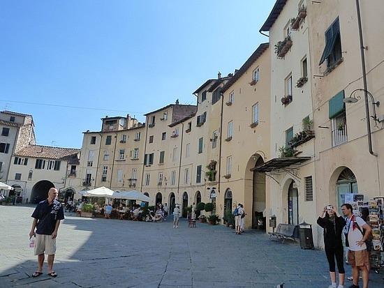 Round Piazza
