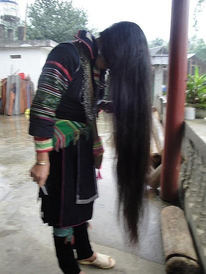 Hmong guide brushing her hair