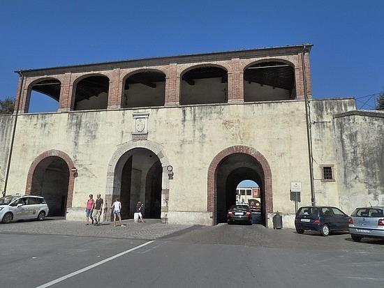 Triple arches vehicle access