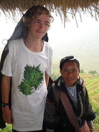 Nath is so tall next to the small Hmong peopl