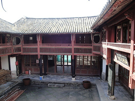 Traditional family home & courtyard