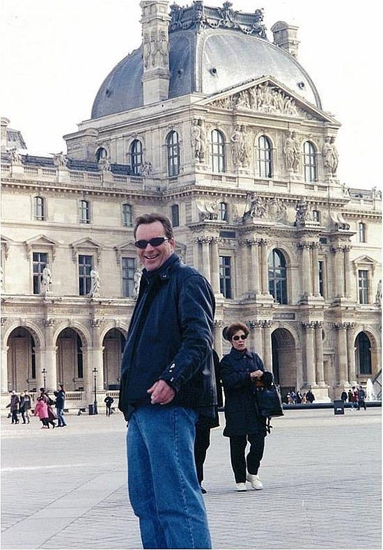 Brad outside the Louvre