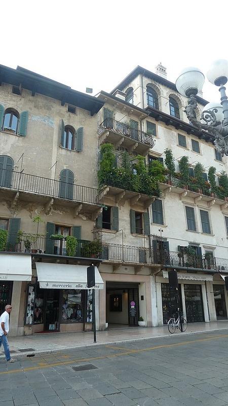 Frescoed buildings in Piazza Erbe