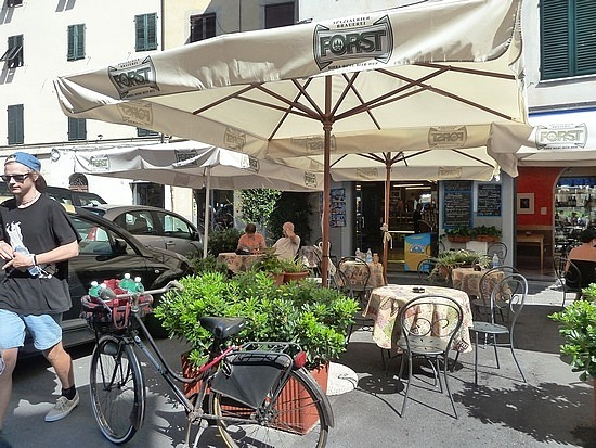 Bar/pizzeria