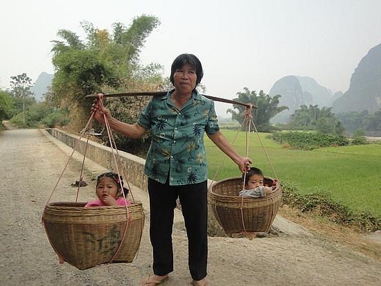 Small children in baskets - the ambush!!