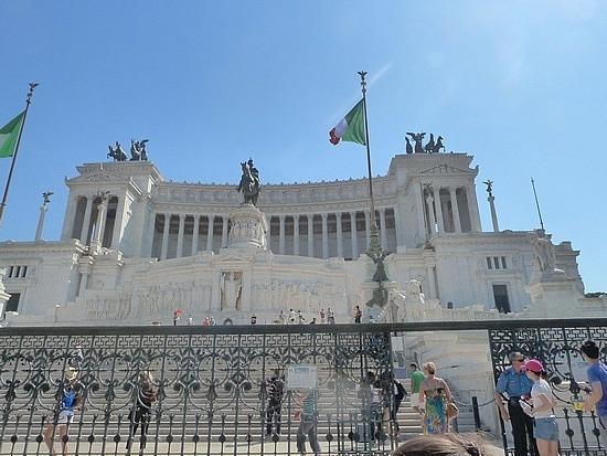Vittoria Emmanelle monument