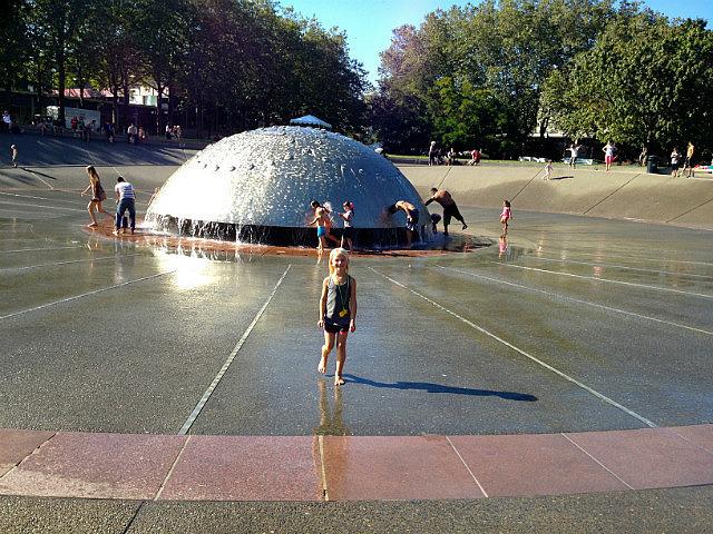 Alaiya in front of  fountain