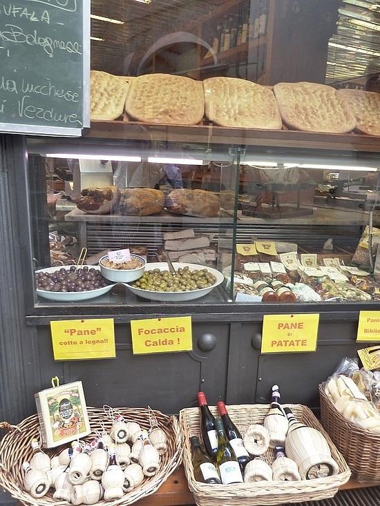 So Italian - olives & chianti