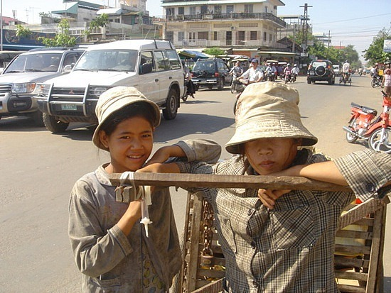Pickers - girls that collect recycling rubbish