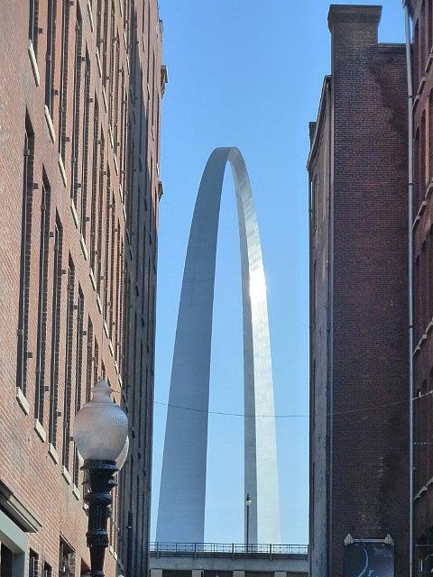 Arch through gaps in buildings