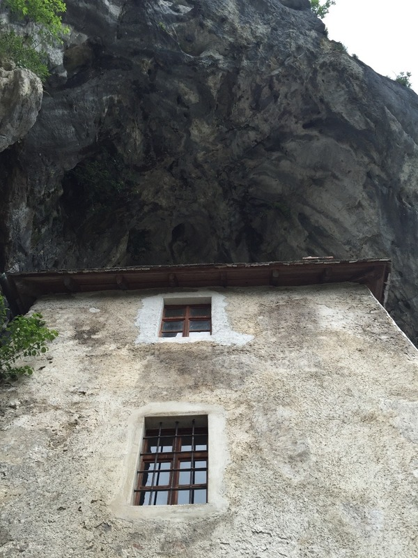 Has a natural cave roof