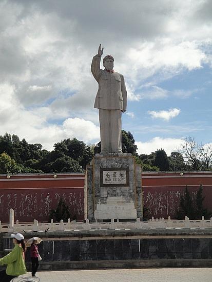 Huge statue of Maotse
