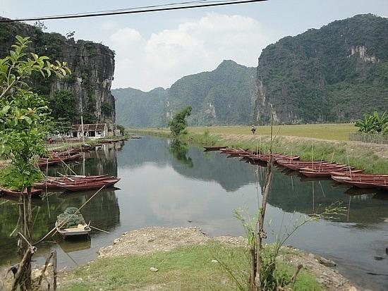 Village past Tam Coc