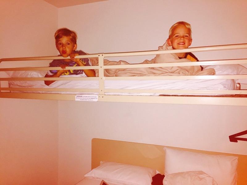 Benaiah and Ezra ai Coffs Harbour Ibis Hotel