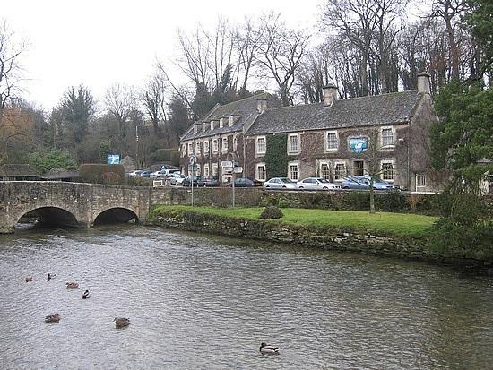 Stone bridge in Bibury
