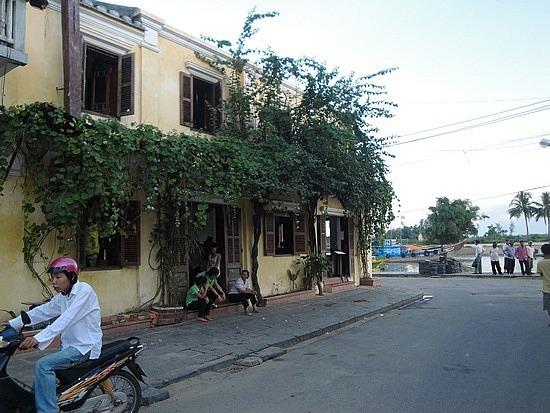 Riverfront cafes