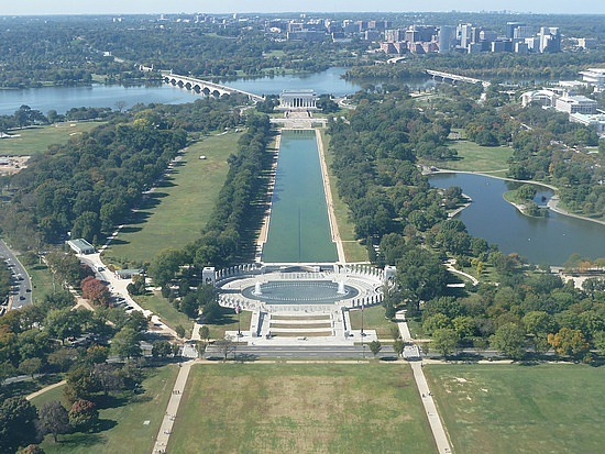 Looking to Lincoln Memorial