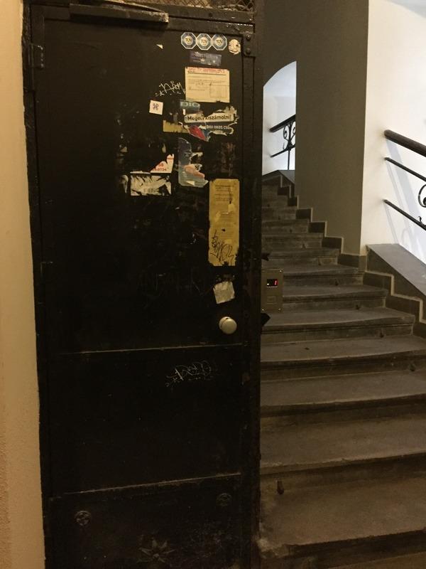 Tiny lift door