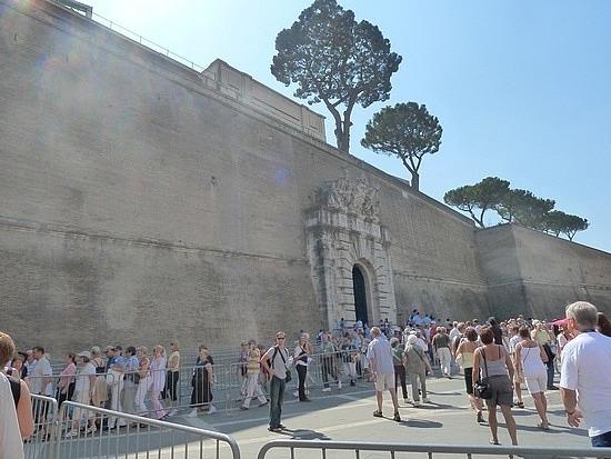 Walking around the city walls to Sistine chapel