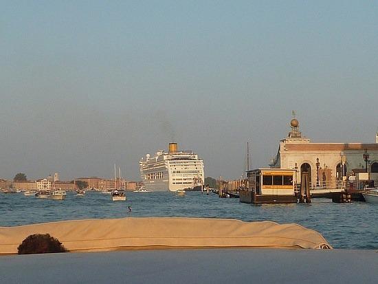 !st ocean liner leaving