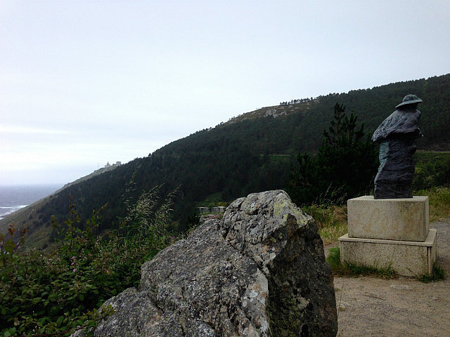 Walking up to the lighthouse from Finisterre