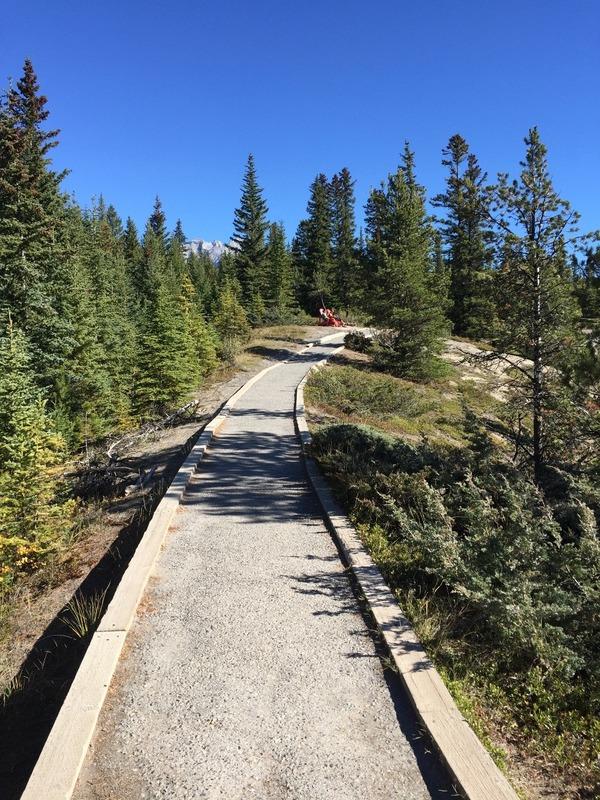 Walking trail around the Hoodoos