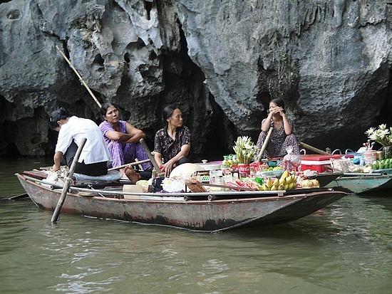 Food & drink boat sellers