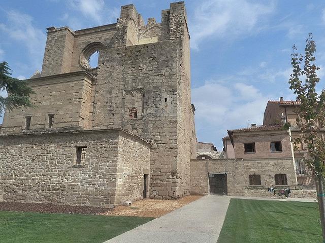 Church beside albergue in Viana