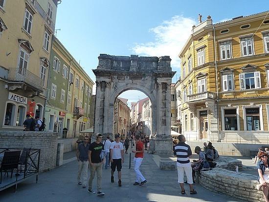 Roman Arch in Pula