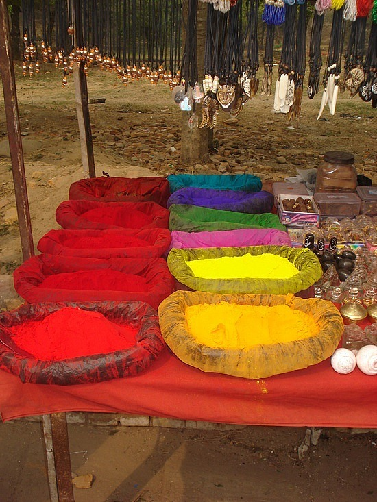 Bright coloured dyes