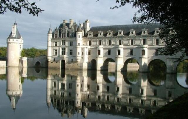 large_chateau-de-chenonceau-loire-valley.jpg