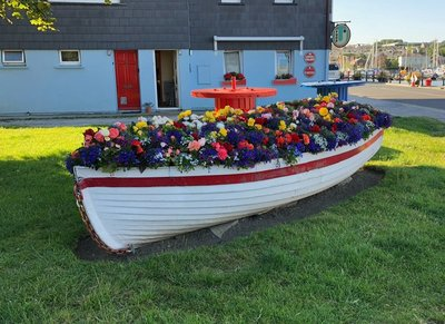 A boat load of flowwers