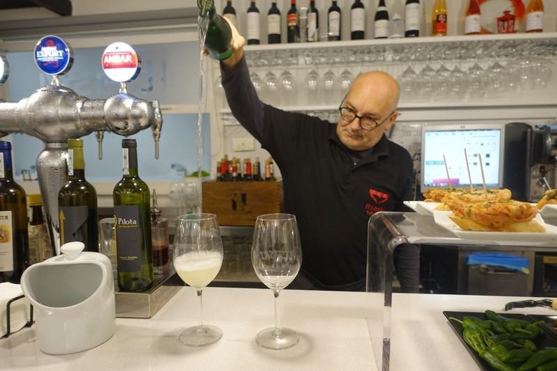 Barman Richard pouring Txakoli - Zarautz