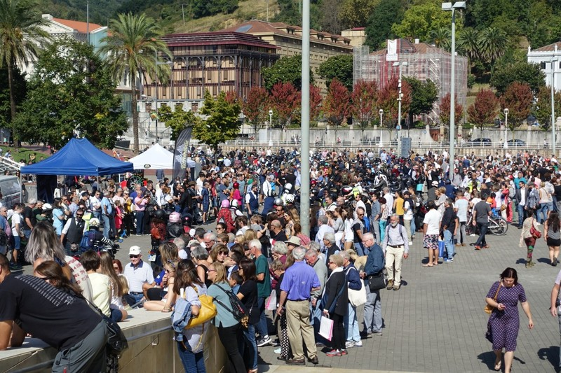 Crowd outside Guggenheim Museum - both motorcyclists and lookers-on - Bilbao Gentleman's Ride event