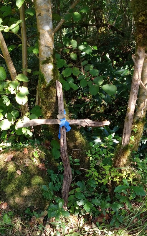 Someone felt compelled to leave a cross by the wayside. Have seen quite a few, plus lots of small stone cairns