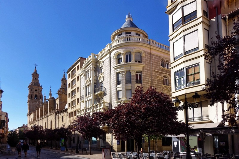 Street view adjacent to the apartment - Logrono